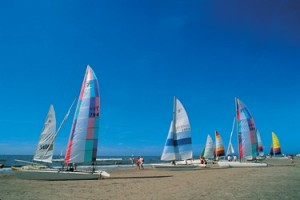 Watersport-In-Nederland-Zeilboten-Op-Strand
